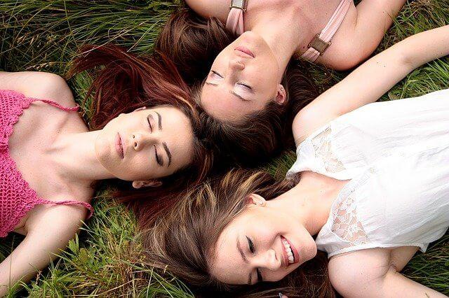 ευτυχισμένες γυναίκες